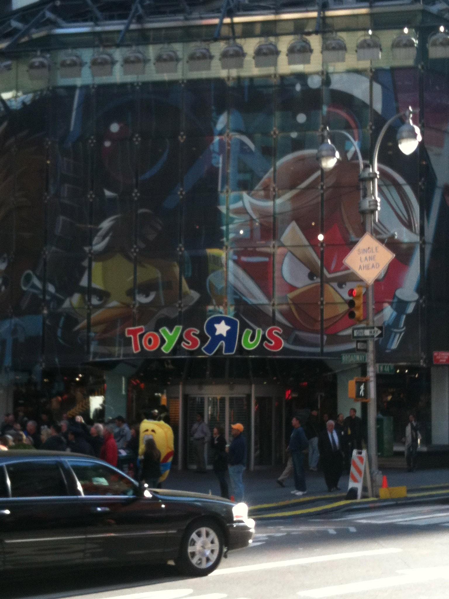 Toyr-r-us-entrance